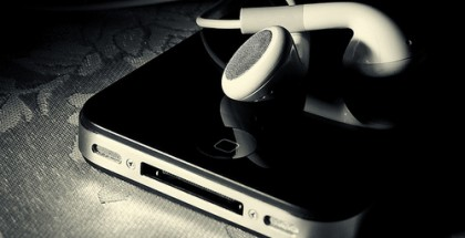 headphones-i-phone-iphone-iphone-4-ipod-music-Favim.com-57217
